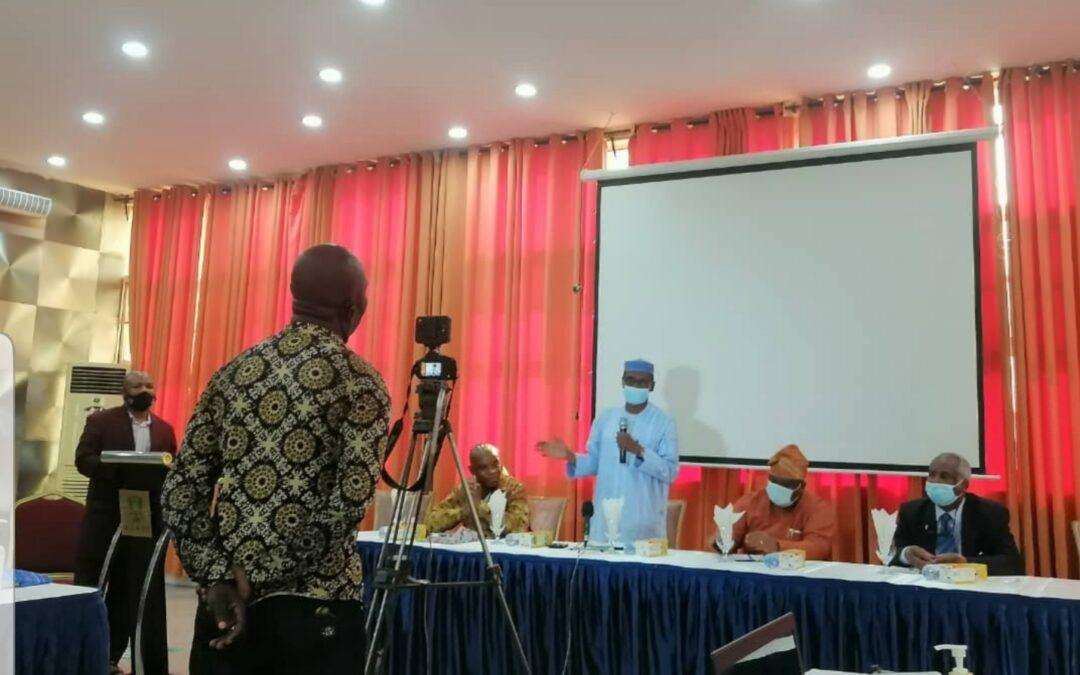 Responsabiliser les ONG et les jeunes sur l'engagement du Nigeria dans le cadre de la SRMNEA-N au milieu de la pandémie de COVID-19